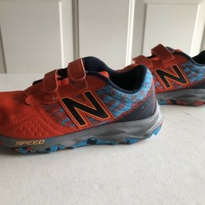 New Balance 690 v2 red athletic shoes - kids 1.5
